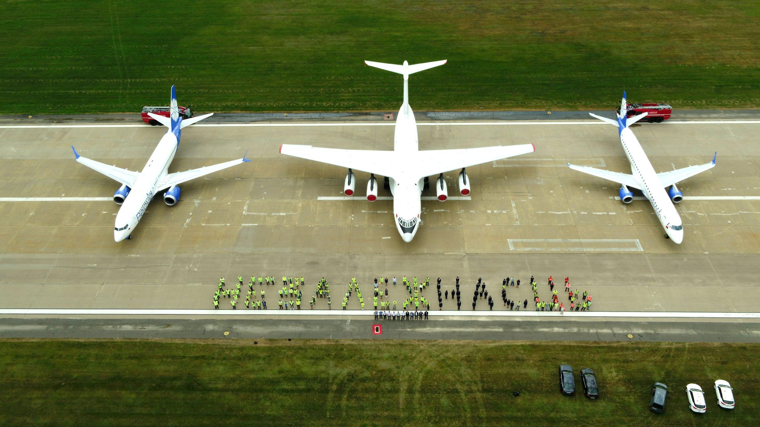 Авиаторы поздравили Беларусь